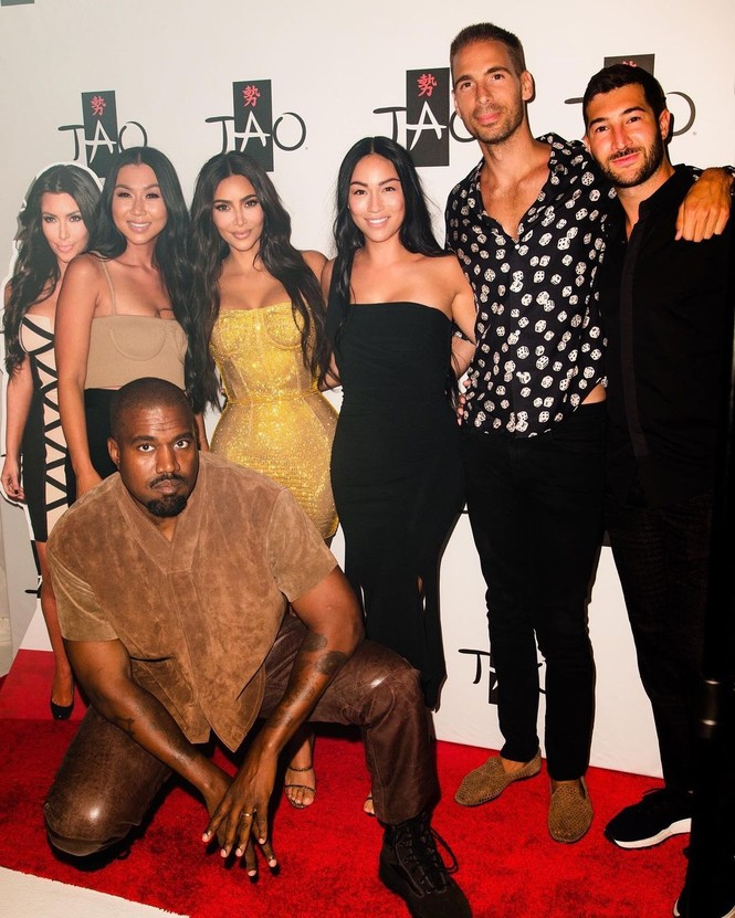 Kim Kardashian siêu gợi cảm trong tiệc sinh nhật tuổi 40 - ảnh 9
