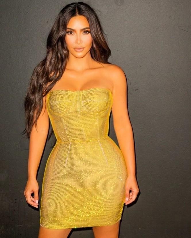 Kim Kardashian siêu gợi cảm trong tiệc sinh nhật tuổi 40 - ảnh 1