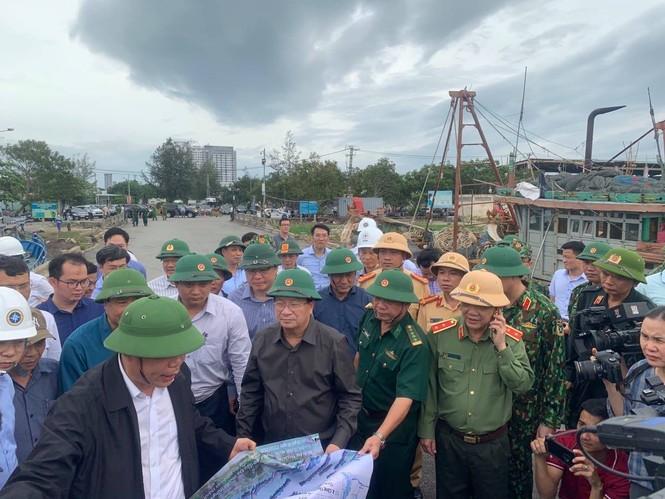 Từ 20 giờ tối nay, Đà Nẵng yêu cầu người dân không ra khỏi nhà để tránh bão số 9 - ảnh 21