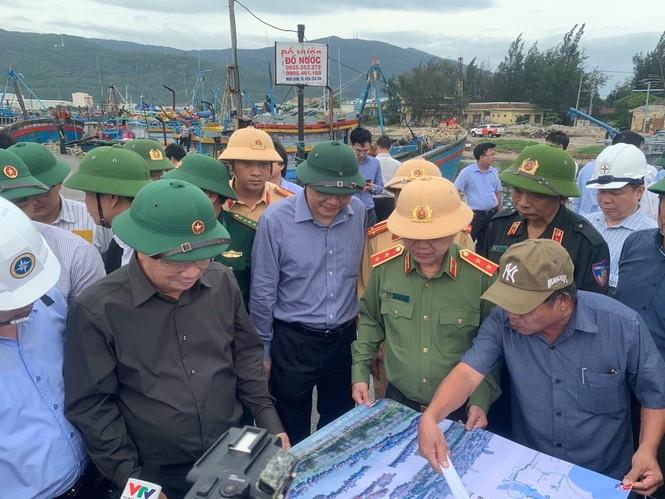 Từ 20 giờ tối nay, Đà Nẵng yêu cầu người dân không ra khỏi nhà để tránh bão số 9 - ảnh 22