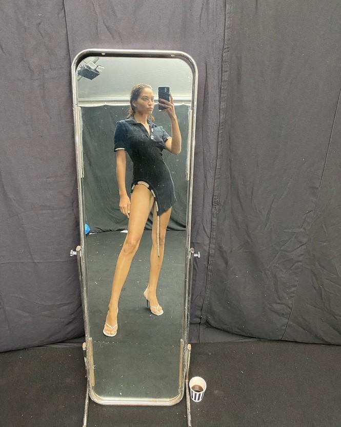 Người mẫu lai Shanina Shaik thả dáng thon mảnh với bikini - ảnh 11