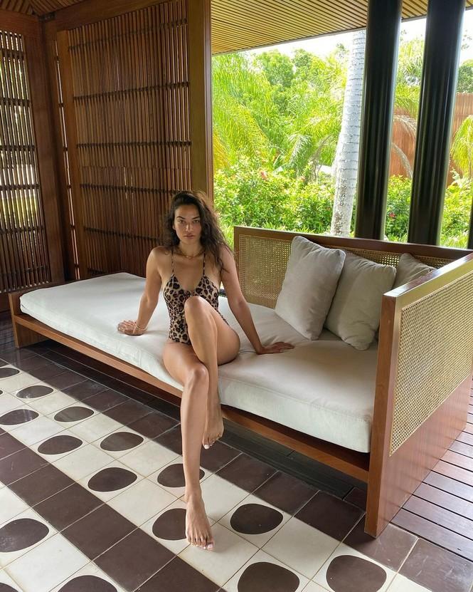 Người mẫu lai Shanina Shaik thả dáng thon mảnh với bikini - ảnh 4