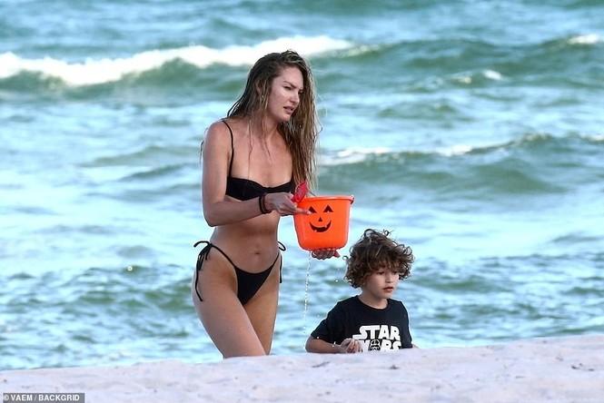 Thiên thần nội y Nam Phi gợi cảm hút hồn tắm biển Miami - ảnh 9