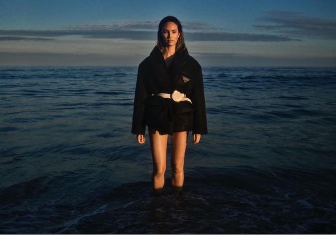 Thiên thần nội y Nam Phi gợi cảm hút hồn tắm biển Miami - ảnh 17