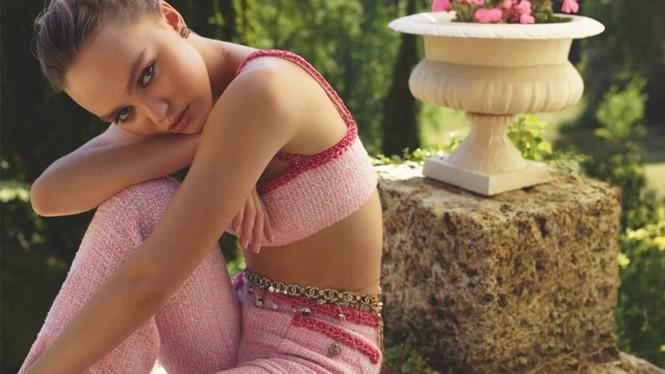 Con gái 'cướp biển' Johnny Depp khoe eo siêu nhỏ với bikini - ảnh 2