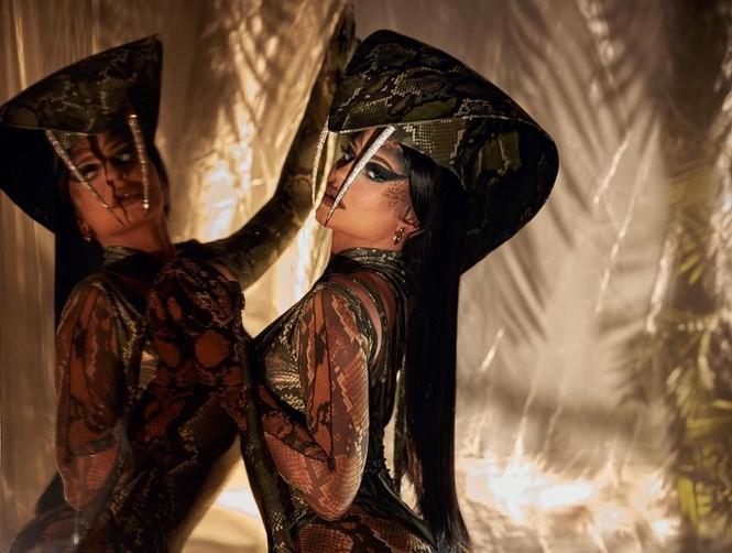 Kendall Jenner rực lửa khi hóa thân thành 'quả bom gợi cảm' Pamela Anderson - ảnh 12