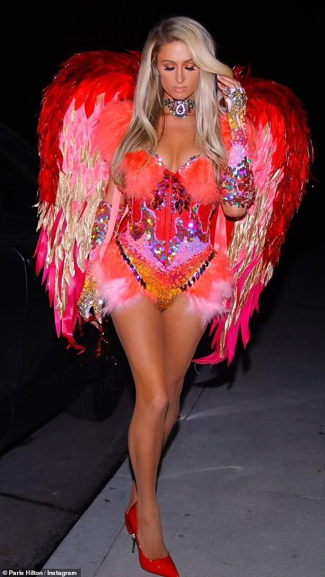 Paris Hilton đẹp hút hồn trong trang phục Halloween như áo tắm - ảnh 3