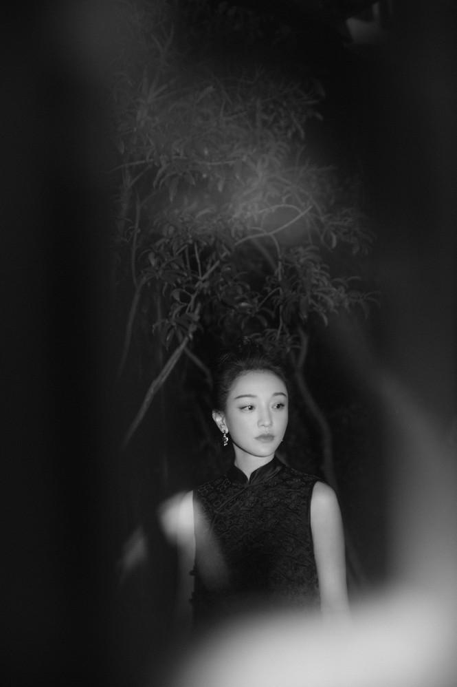 Vẻ đẹp U50 mong manh thanh tú của Châu Tấn - ảnh 7