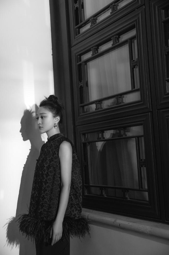 Vẻ đẹp U50 mong manh thanh tú của Châu Tấn - ảnh 8