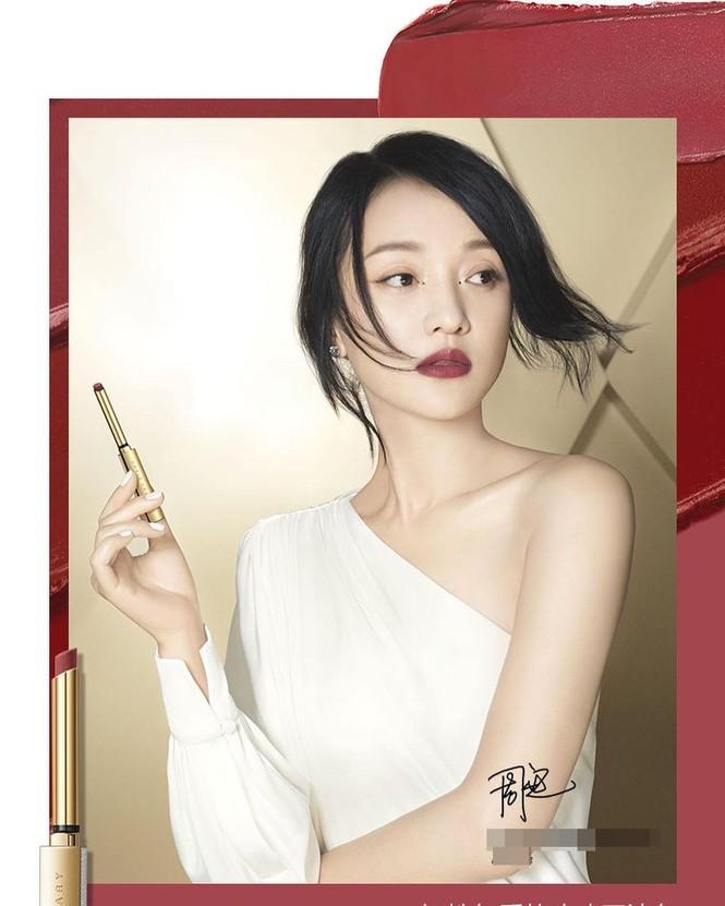 Vẻ đẹp U50 mong manh thanh tú của Châu Tấn - ảnh 1