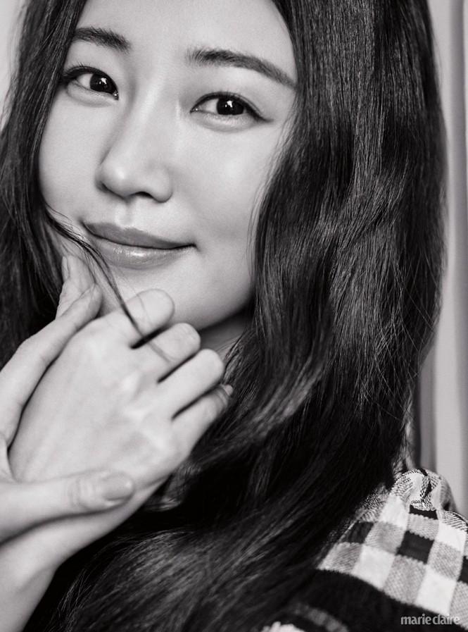 Hoa hậu Hàn Quốc khoe chân thon với váy xẻ cao táo bạo - ảnh 10