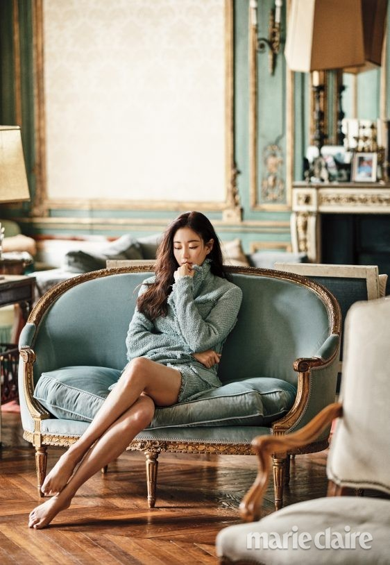 Hoa hậu Hàn Quốc khoe chân thon với váy xẻ cao táo bạo - ảnh 20