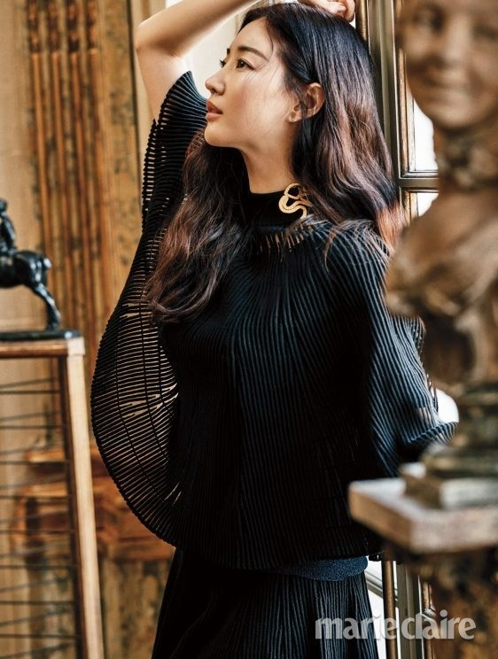 Hoa hậu Hàn Quốc khoe chân thon với váy xẻ cao táo bạo - ảnh 18