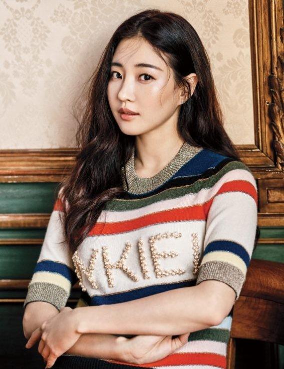 Hoa hậu Hàn Quốc khoe chân thon với váy xẻ cao táo bạo - ảnh 22