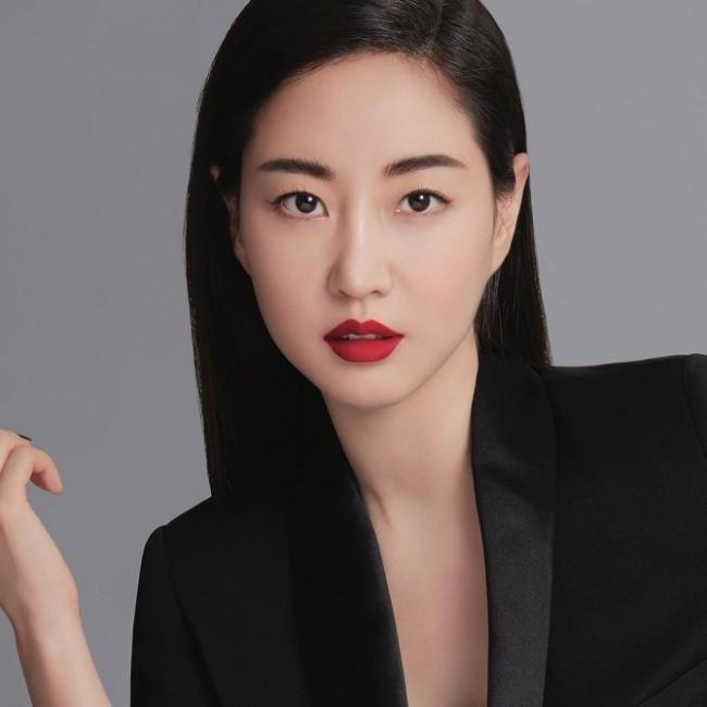 Hoa hậu Hàn Quốc khoe chân thon với váy xẻ cao táo bạo - ảnh 12