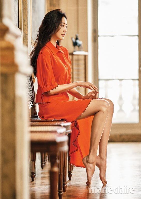 Hoa hậu Hàn Quốc khoe chân thon với váy xẻ cao táo bạo - ảnh 21