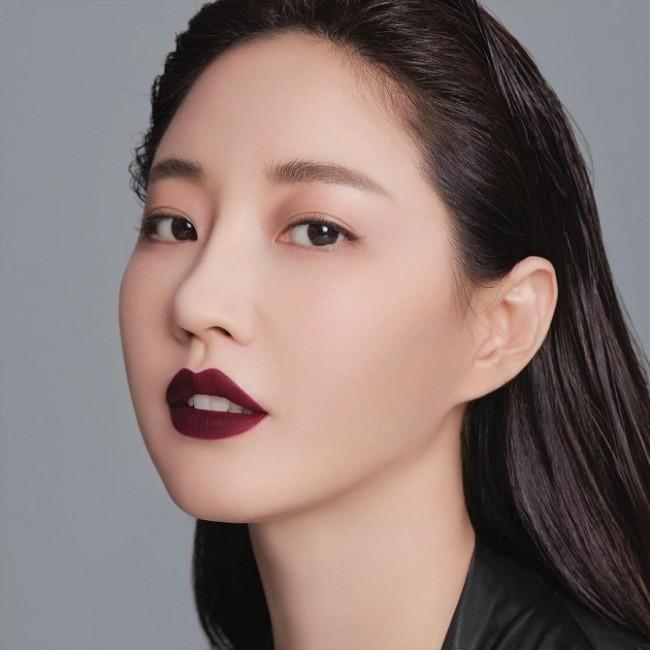 Hoa hậu Hàn Quốc khoe chân thon với váy xẻ cao táo bạo - ảnh 13