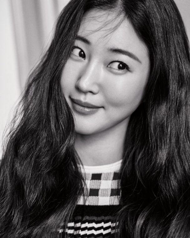 Hoa hậu Hàn Quốc khoe chân thon với váy xẻ cao táo bạo - ảnh 9