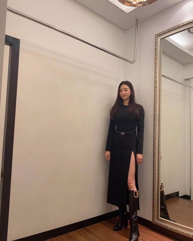 Hoa hậu Hàn Quốc khoe chân thon với váy xẻ cao táo bạo - ảnh 5