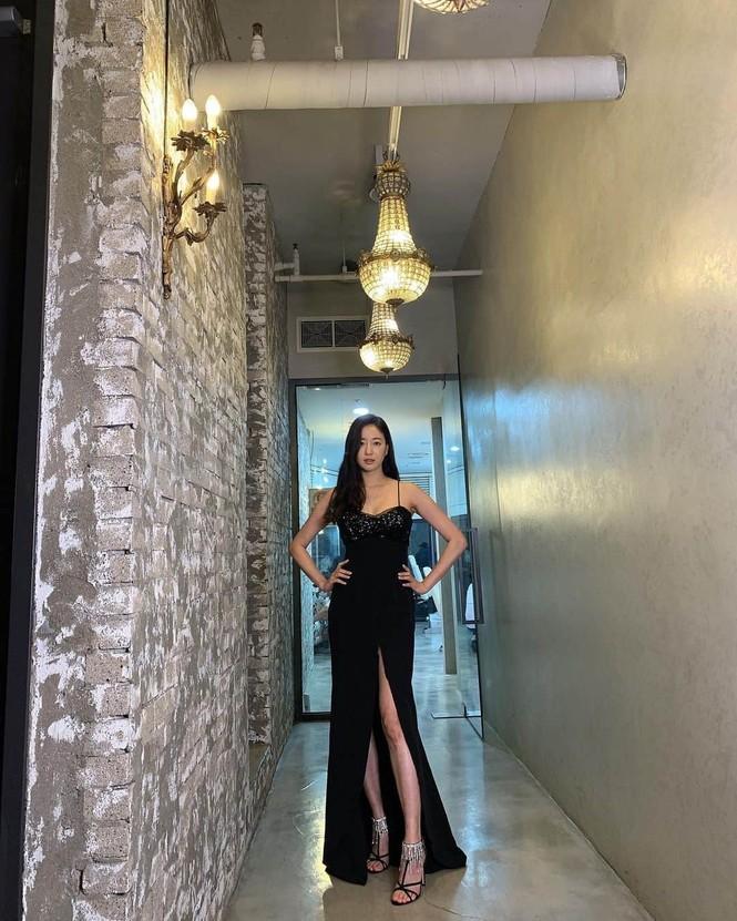 Hoa hậu Hàn Quốc khoe chân thon với váy xẻ cao táo bạo - ảnh 7