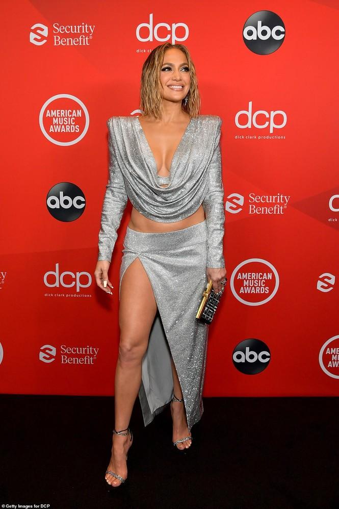 Hình thể rực lửa tuổi ngũ tuần của Jennifer Lopez - ảnh 8