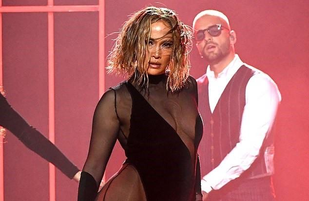 Hình thể rực lửa tuổi ngũ tuần của Jennifer Lopez - ảnh 13