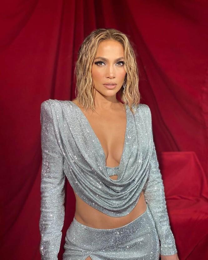 Hình thể rực lửa tuổi ngũ tuần của Jennifer Lopez - ảnh 10