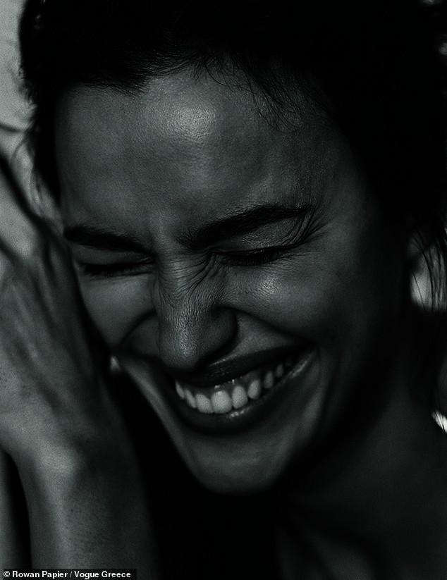 Irina Shayk cùng dàn mẫu quyến rũ hút hồn trên Vogue Hy Lạp - ảnh 3