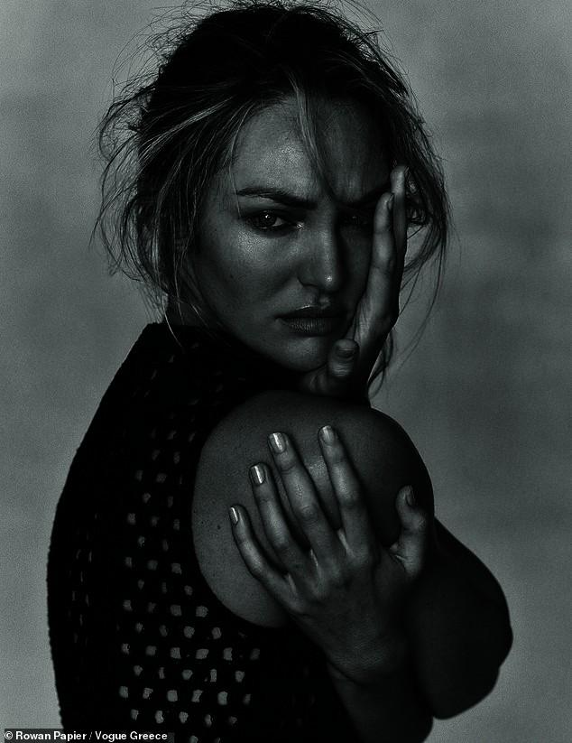 Irina Shayk cùng dàn mẫu quyến rũ hút hồn trên Vogue Hy Lạp - ảnh 5