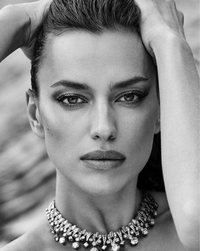 Irina Shayk cùng dàn mẫu quyến rũ hút hồn trên Vogue Hy Lạp - ảnh 8
