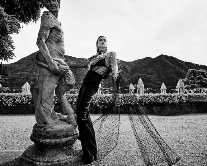 Irina Shayk cùng dàn mẫu quyến rũ hút hồn trên Vogue Hy Lạp - ảnh 14
