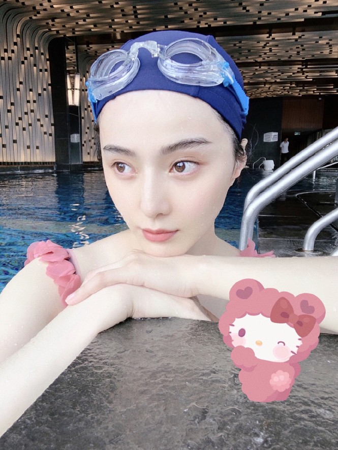 Đăng ảnh selfie ở bể bơi, Phạm Băng Băng gây 'sốt' vì quá trẻ ở tuổi 40 - ảnh 2