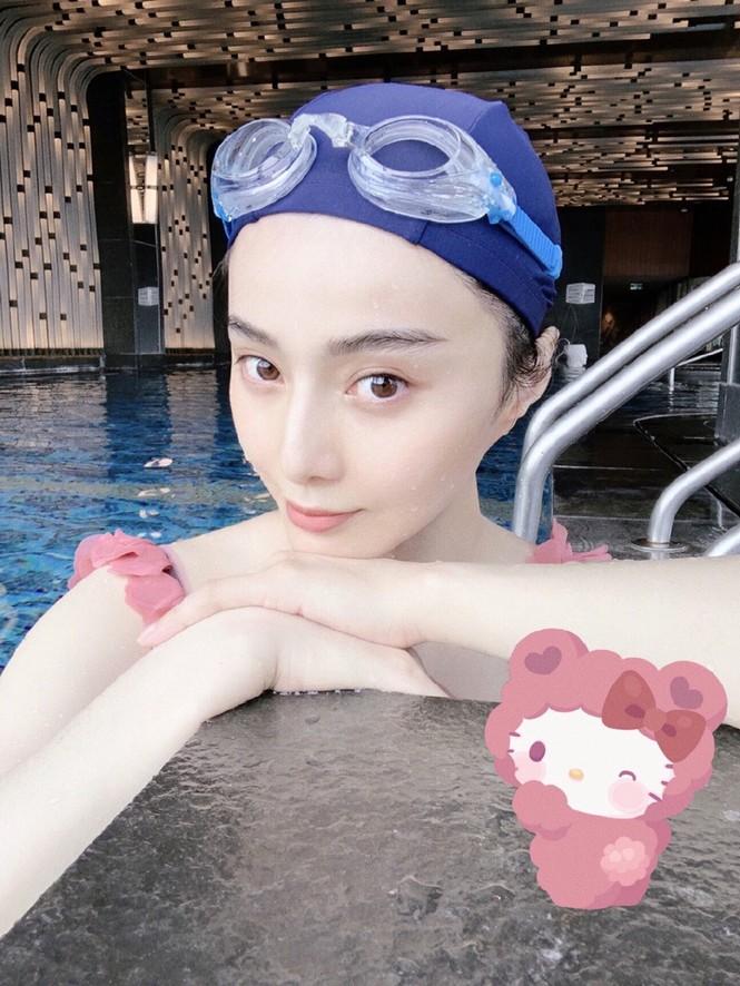 Đăng ảnh selfie ở bể bơi, Phạm Băng Băng gây 'sốt' vì quá trẻ ở tuổi 40 - ảnh 3