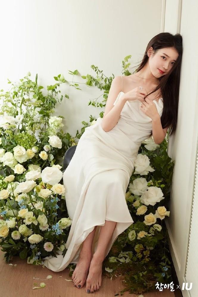 Vẻ đẹp trong veo thanh khiết nữ thần của 'em gái quốc dân' xứ Hàn IU - ảnh 2
