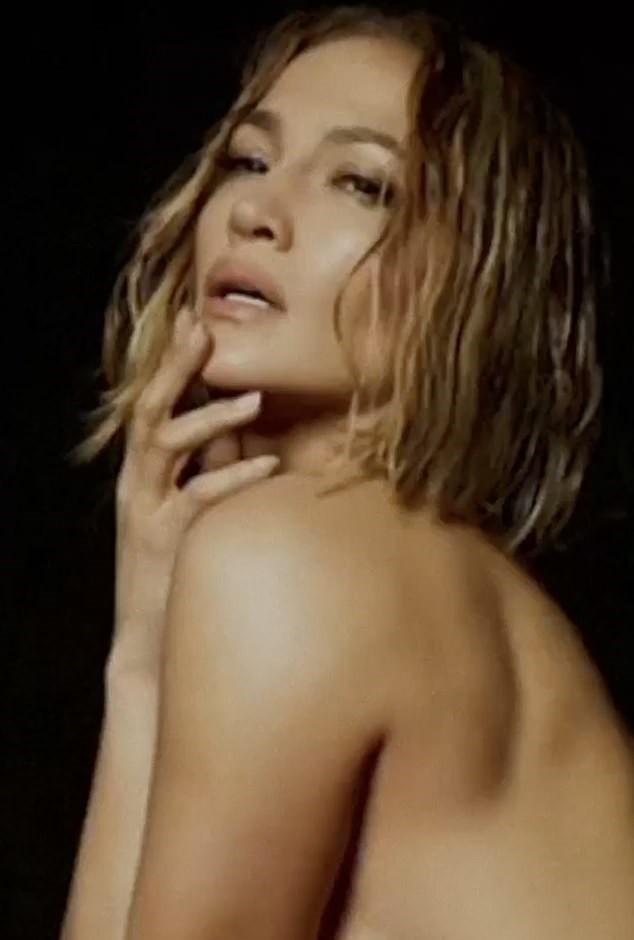 Hình thể rực lửa tuổi ngũ tuần của Jennifer Lopez - ảnh 2