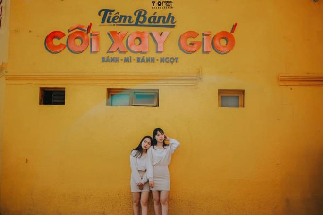 Bức tường vàng 'Tiệm bánh Cối Xay Gió' ở Đà Lạt sắp biến mất làm dân mạng tiếc nuối - ảnh 4