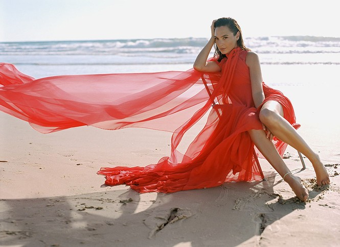 Mỹ nhân Israel Gal Gadot khoe sắc vóc tuyệt mỹ - ảnh 2