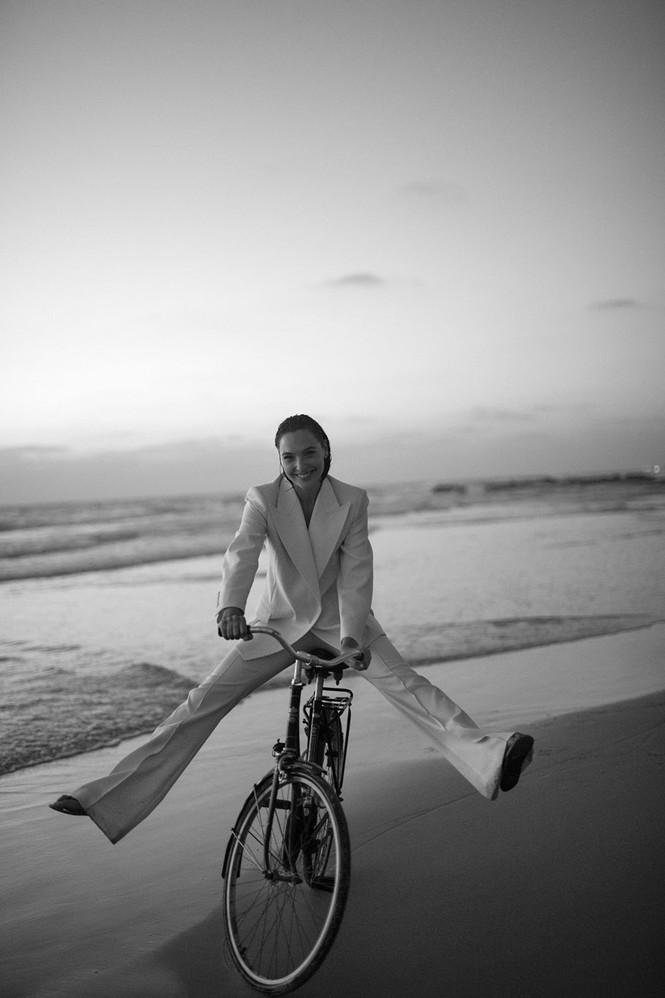Mỹ nhân Israel Gal Gadot khoe sắc vóc tuyệt mỹ - ảnh 10