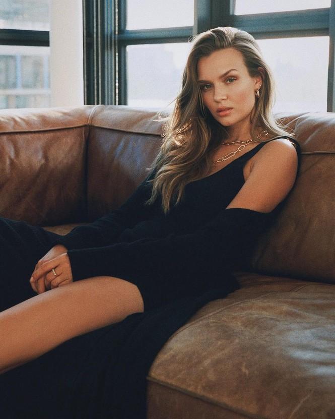 Dáng nuột nà đầy sức sống của người mẫu nội y Đan Mạch - ảnh 6
