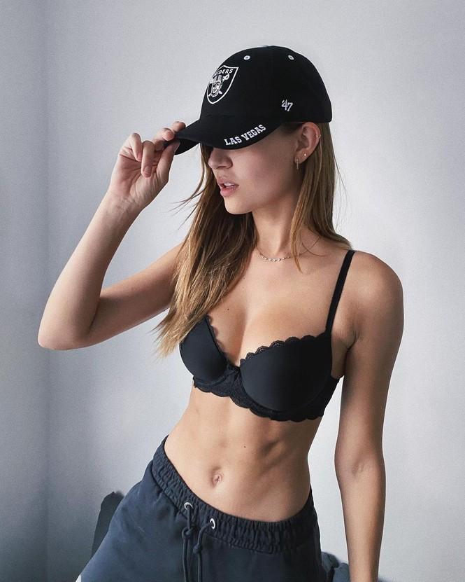 Dáng nuột nà đầy sức sống của người mẫu nội y Đan Mạch - ảnh 5