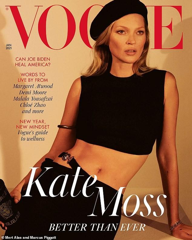 Kate Moss U50 diện váy khoét ngực sâu trẻ trung bất ngờ - ảnh 2