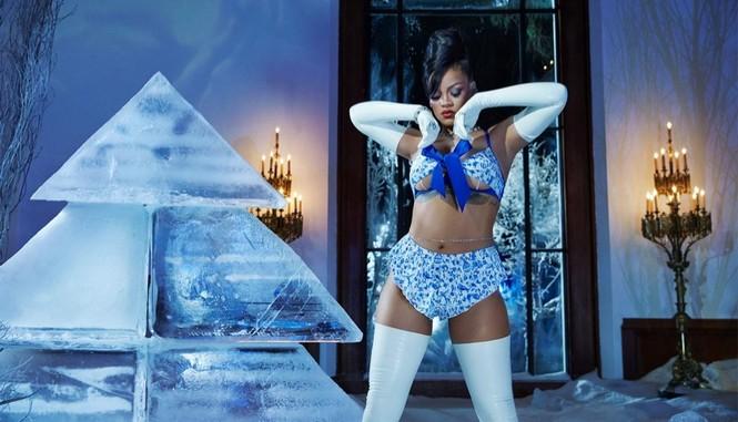 Rihanna bốc lửa với nội y Giáng sinh - ảnh 2