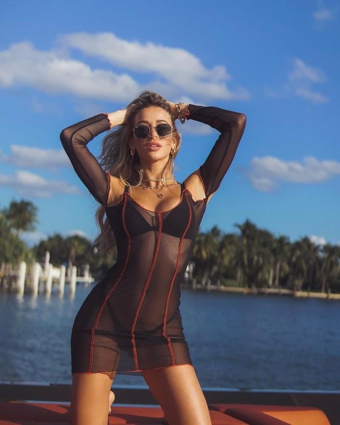 Đường cong nảy nở rực lửa của người mẫu áo tắm Cindy Prado - ảnh 9