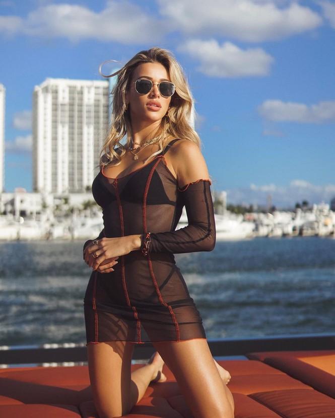 Đường cong nảy nở rực lửa của người mẫu áo tắm Cindy Prado - ảnh 11