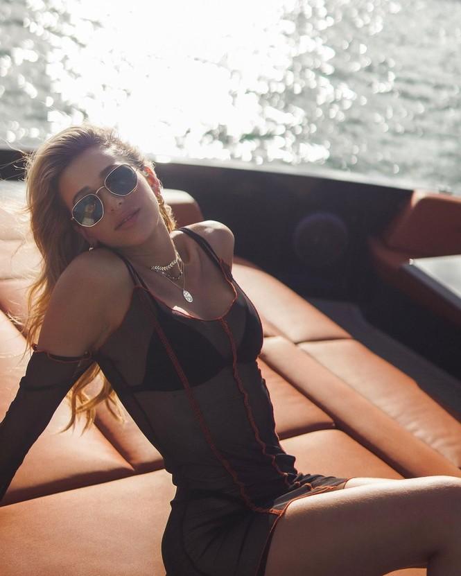 Đường cong nảy nở rực lửa của người mẫu áo tắm Cindy Prado - ảnh 7