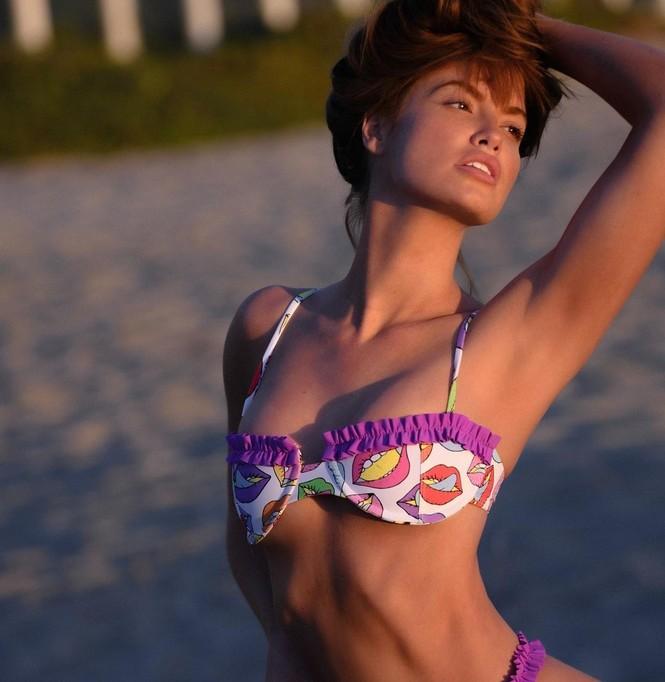 Người mẫu Mỹ Haley Kalil 'bỏng mắt' trong ảnh bikini khoe số đo 'vàng' - ảnh 11