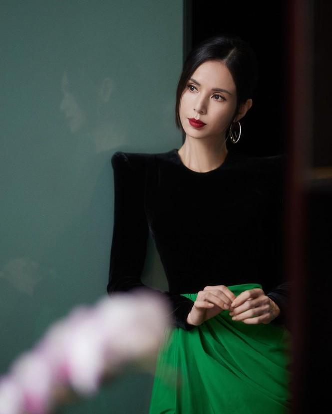 Nhan sắc và thần thái đỉnh cao của 'Tiểu Long Nữ' Lý Nhược Đồng - ảnh 10