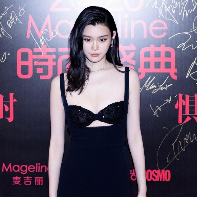 Người mẫu Victoria's Secret Ming Xi thả dáng 'gái một con' nóng bỏng sau sinh - ảnh 5