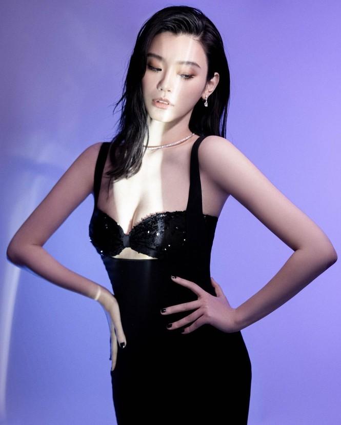 Người mẫu Victoria's Secret Ming Xi thả dáng 'gái một con' nóng bỏng sau sinh - ảnh 3