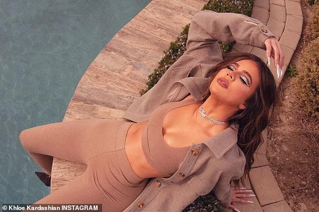 Kim Kardashian thả dáng nóng bỏng tôn đường cong 'gây mê' - ảnh 14